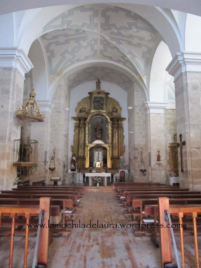Interior de la iglesia de San Pedro Apóstol