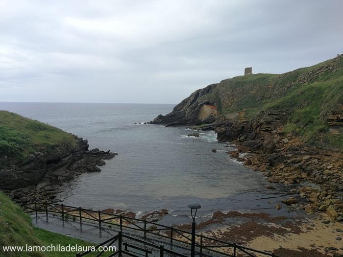 vista de la ermita desde el otro lado de la playa
